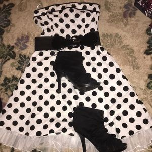Woman's 9 Snap brand 50's two pc costume w/shoes